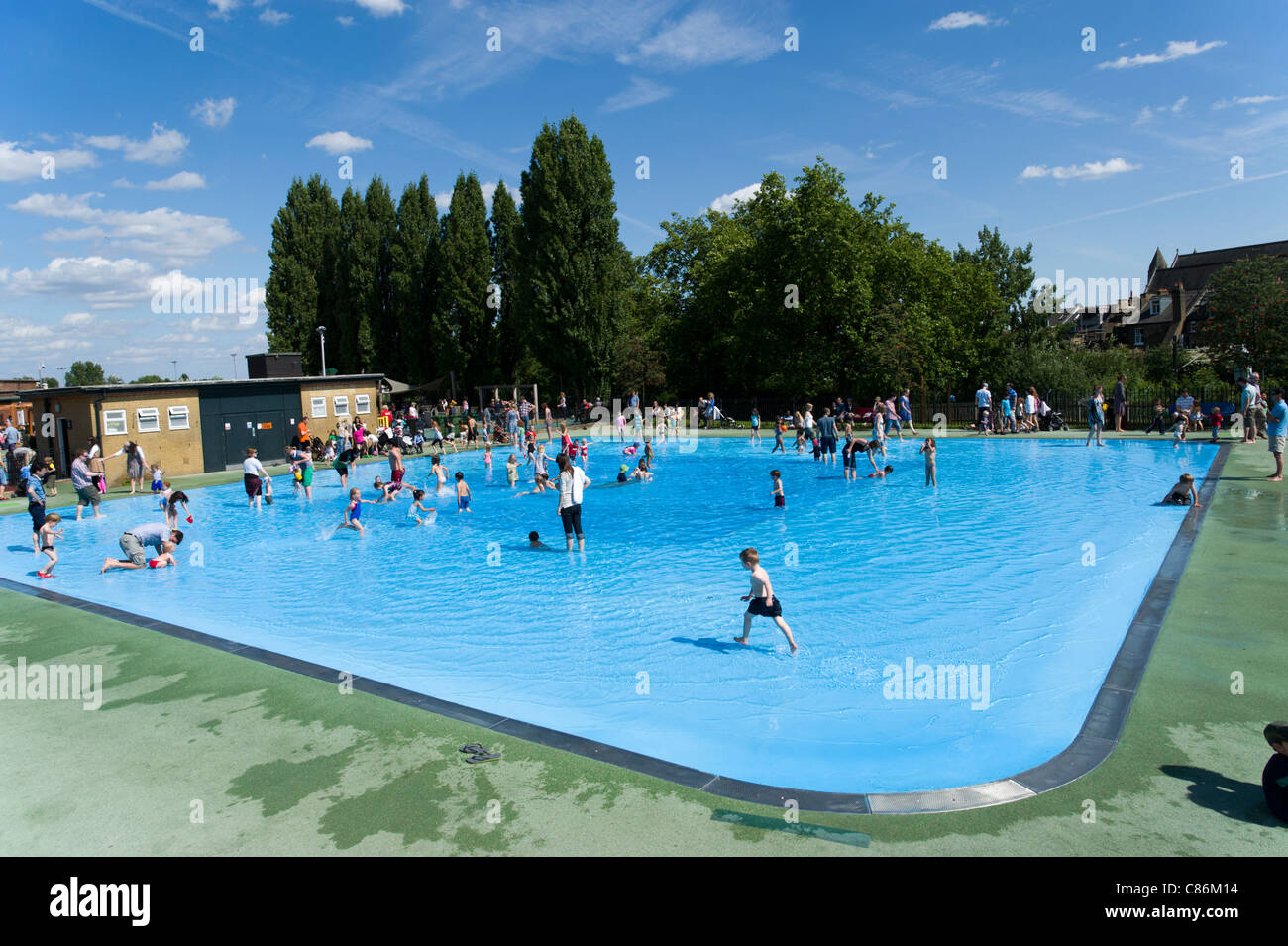 Toddlers paddling pool at hampstead heath london england for Small paddling pool