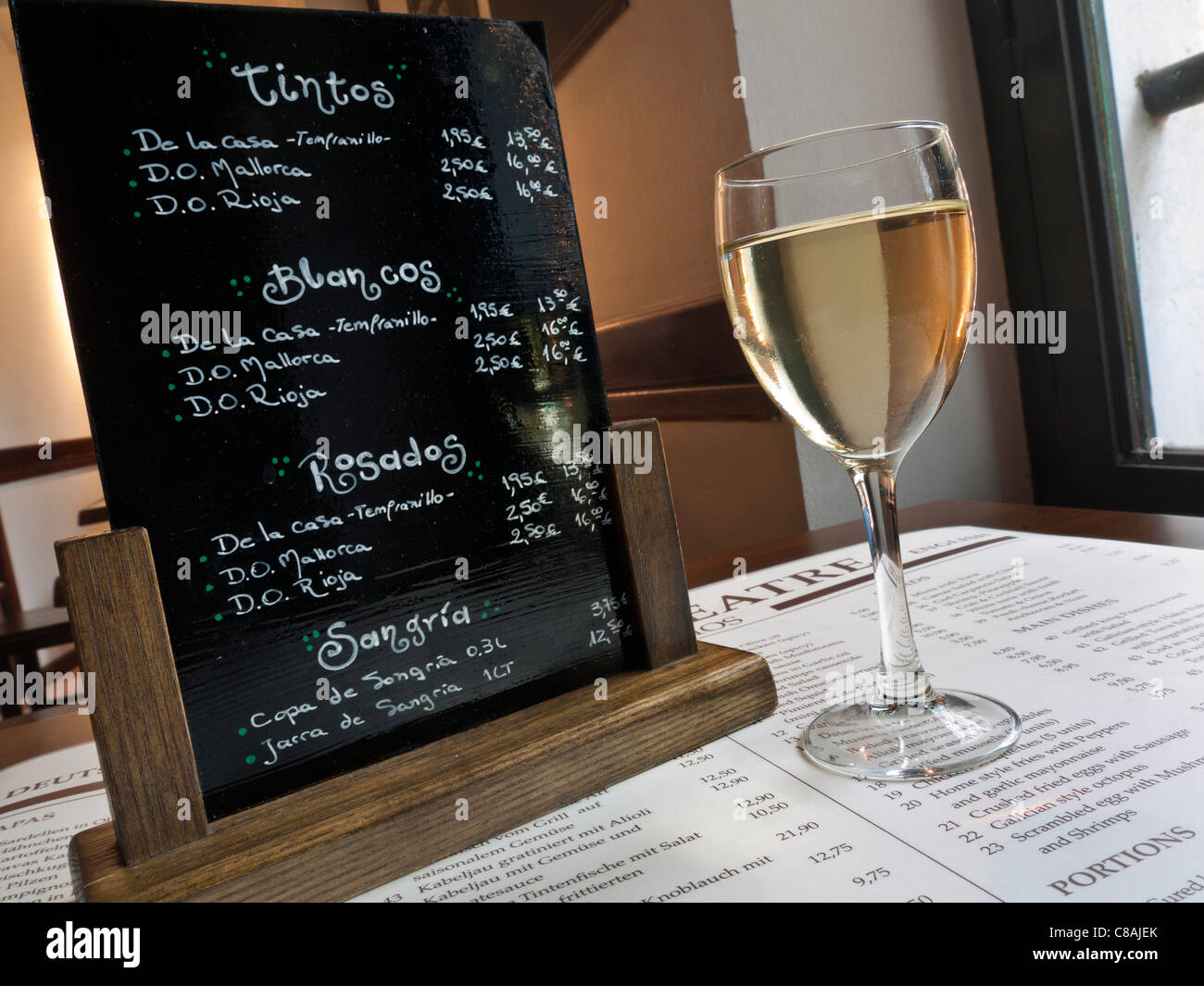 Glass of white mallorcan wine restaurant menu and spanish for Table table restaurant menu