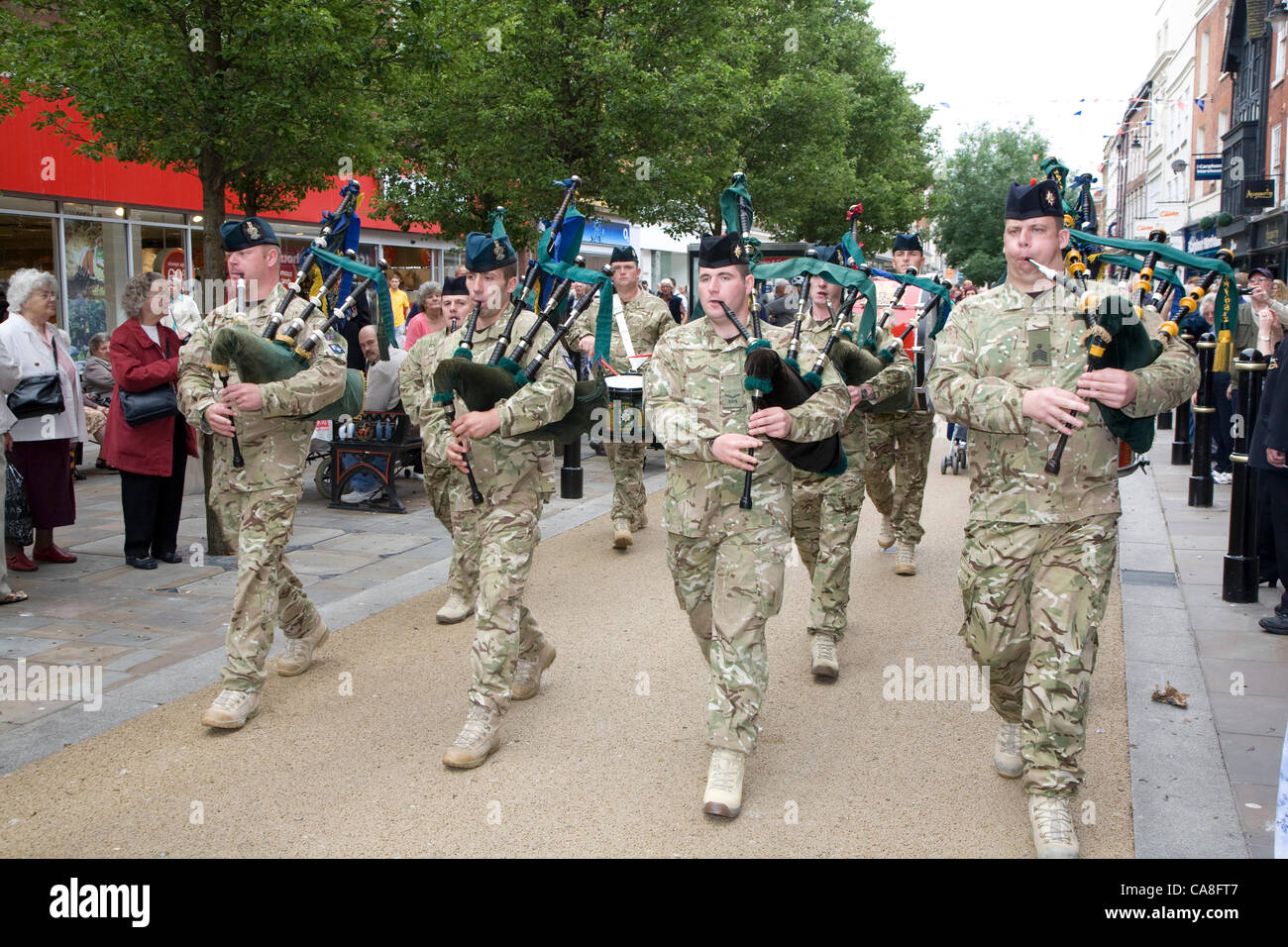 worcester-england-uk-wednesday-27th-june-2012-soldiers-from-2nd-battalion-CA8FT7.jpg