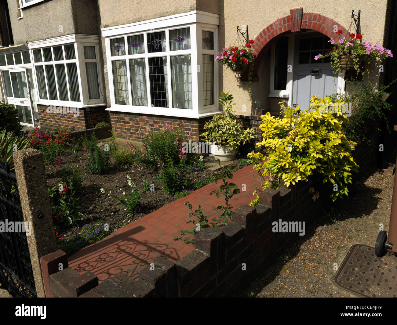 Plants and flowers in front garden of semi detached house for Landscaping plants for front of house