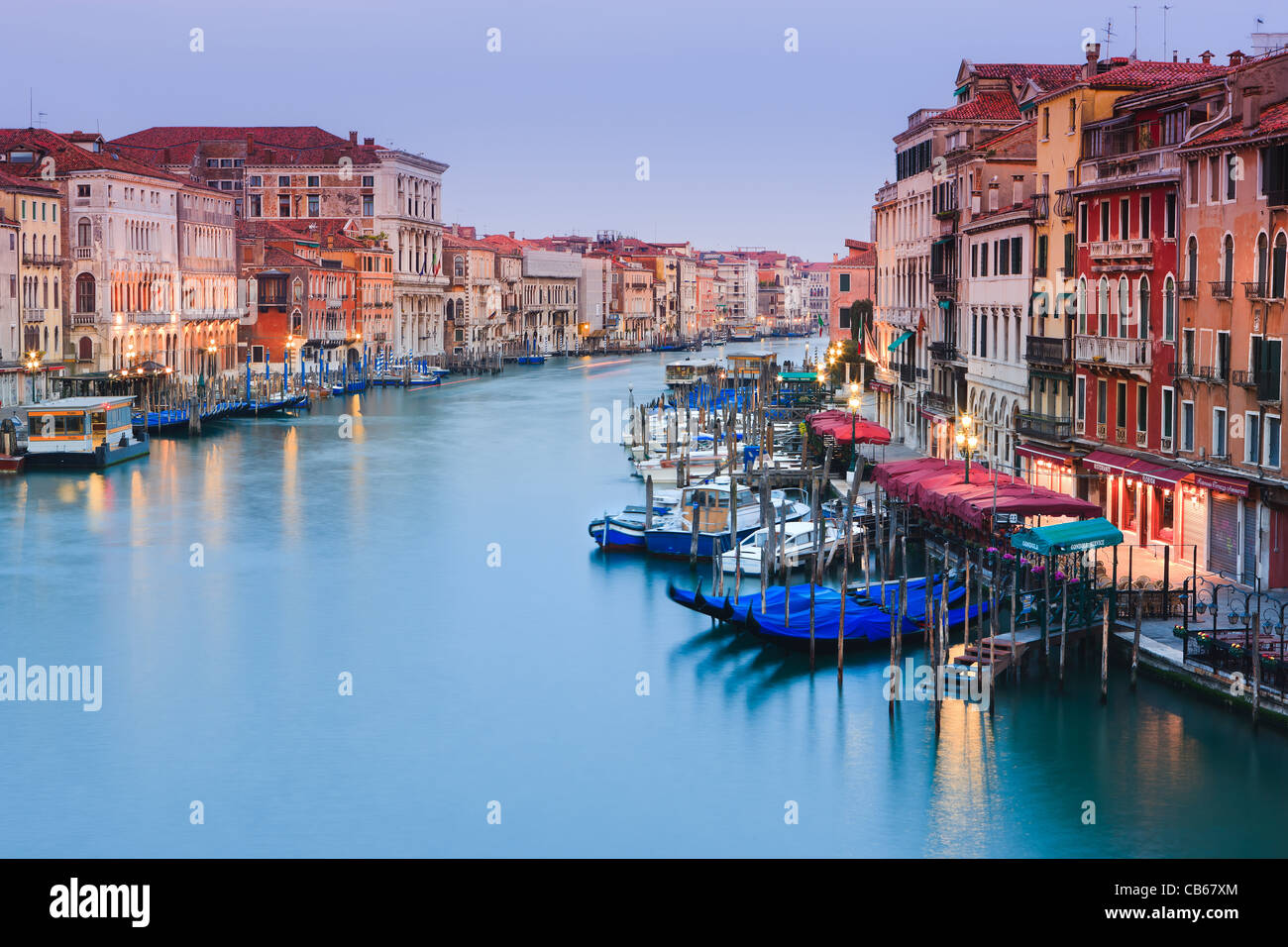Sunrise in Venice from the Rialto Bridge with the view on the Grand Canal Stock Foto