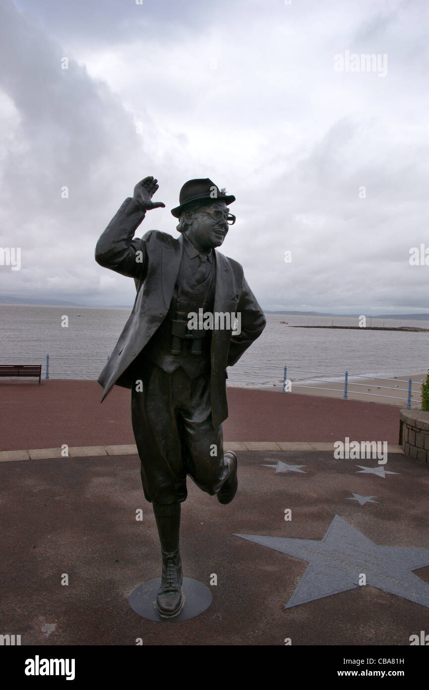 statue-of-comedian-eric-morecambe-on-the