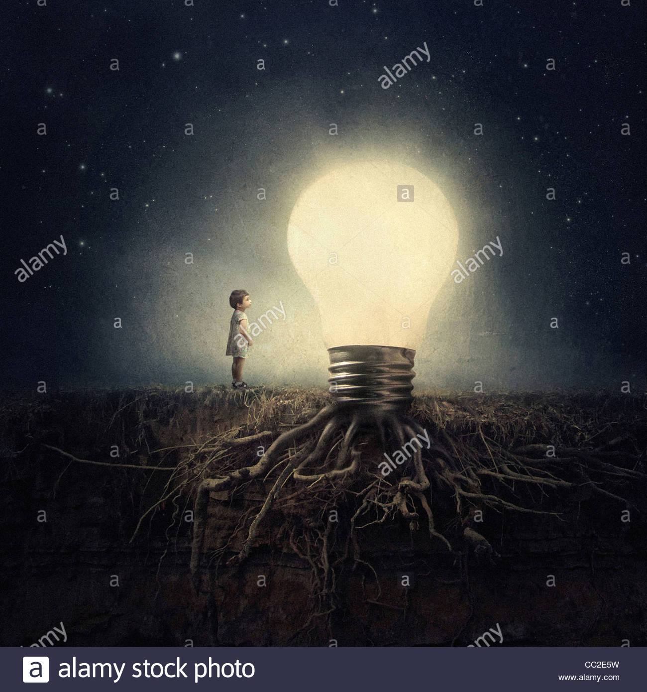 A little girl is amazed by a giant rooted light bulb in the .night Stock Foto
