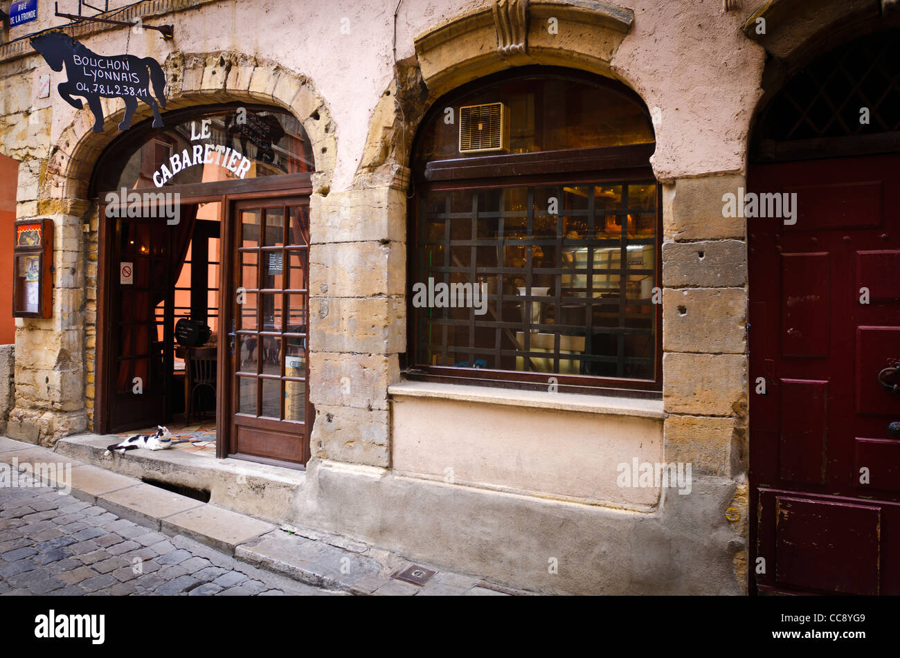 le cabaretier restaurant in old town vieux lyon france unesco world stock photo royalty free. Black Bedroom Furniture Sets. Home Design Ideas