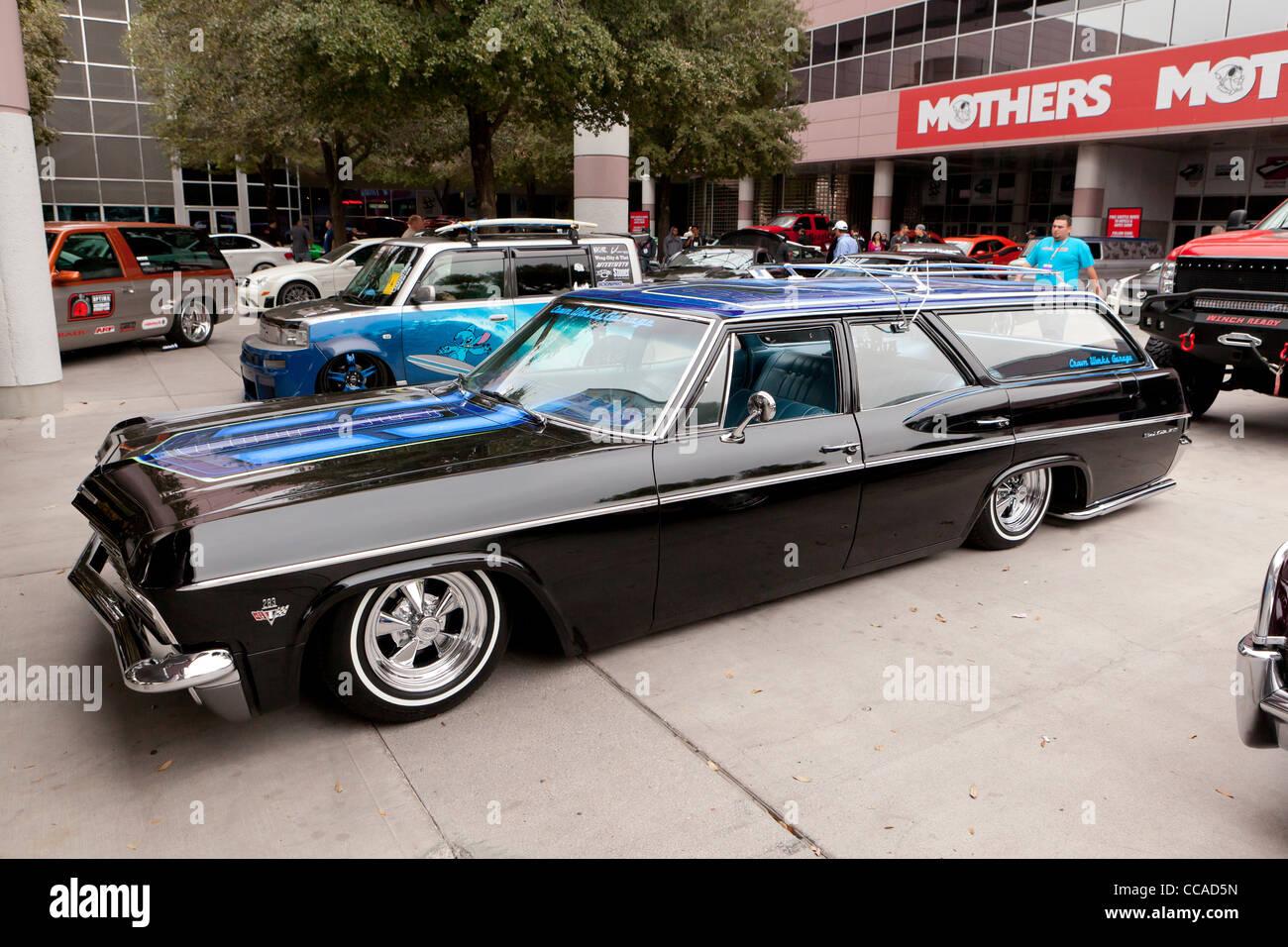 1965 Chevrolet Impala Station Wagon1975 1966 Chevy Caprice Wagon 1968 Bel Air Low Rider Stock Photo