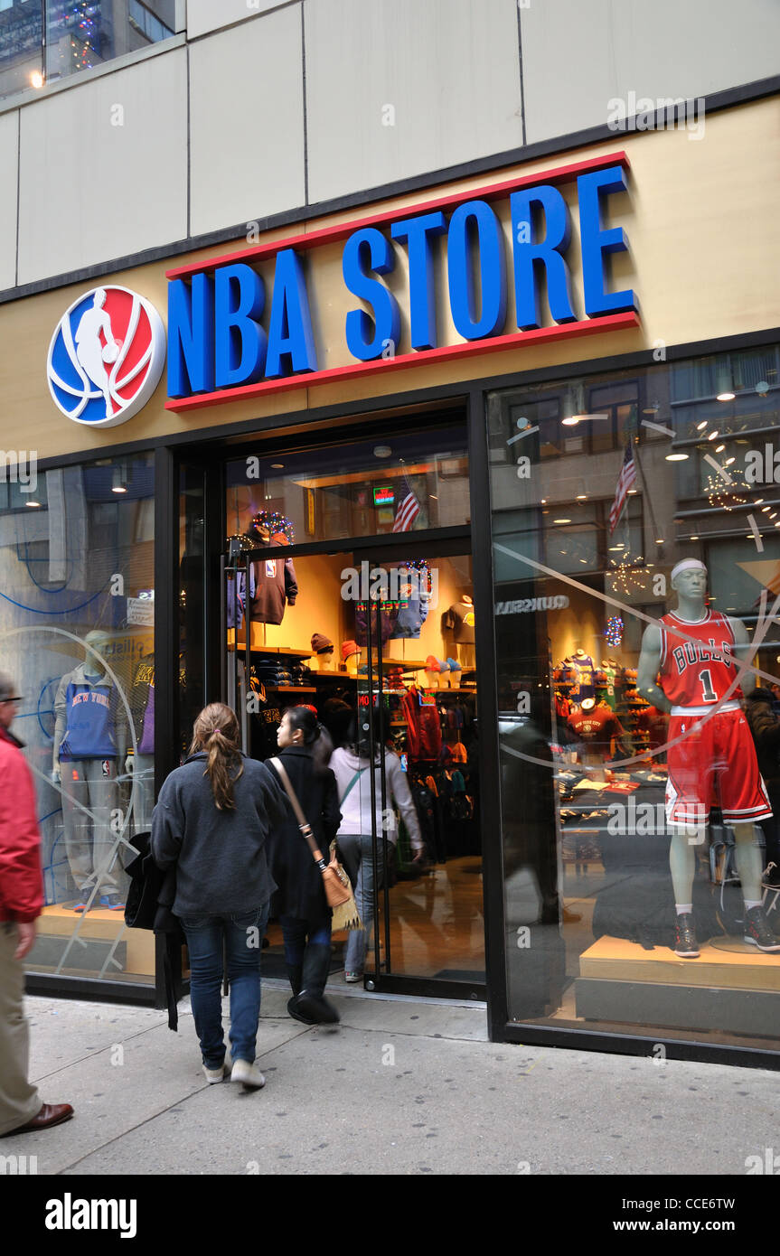 Nba store new york usa stock photo royalty free image for Basketball store milano