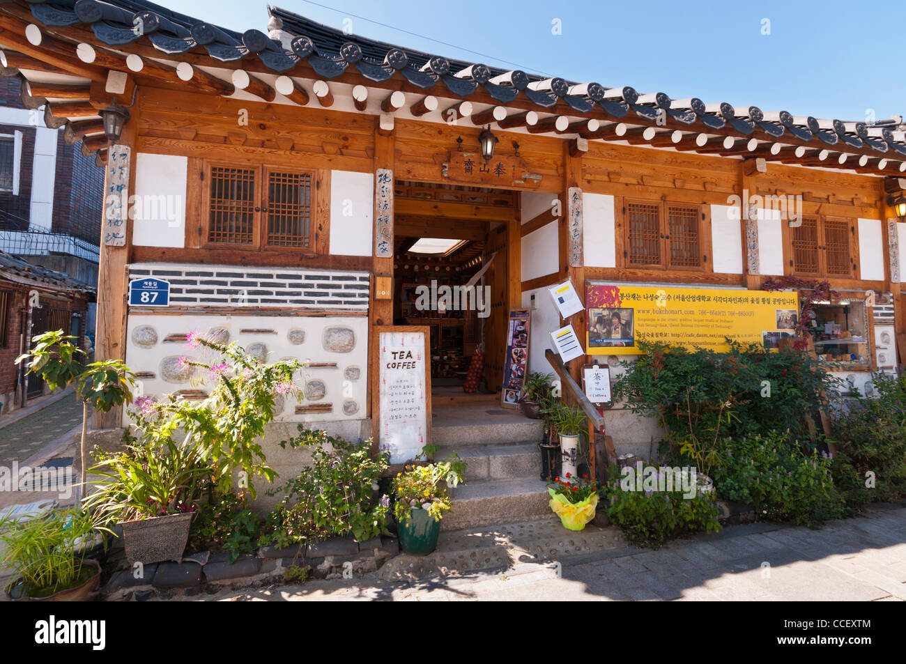 korean traditional house In korea there was a traditional house called 'choga house' which 'choga' means grass roof and it had a lot of benefits for poor people it is made of red clay so it was cool in summer and warm in winter.