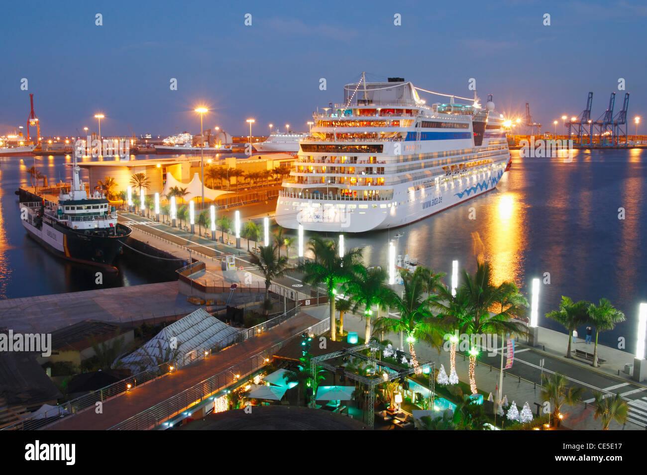 View of cruise ship aida from centro comercial muelle - Centro comercial moda shoping ...