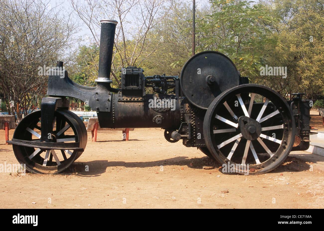 NMK 84200 : old antique steam engine road roller ; laxmibai park ; jhansi ; uttar pradesh ; India Stock Photo