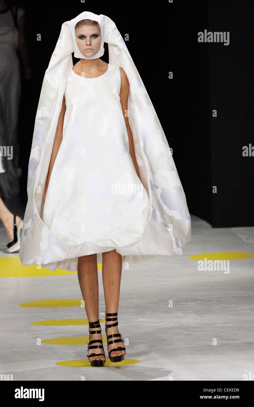 Giles Deacon London Ready To Wear Spring Summer Bridalwear