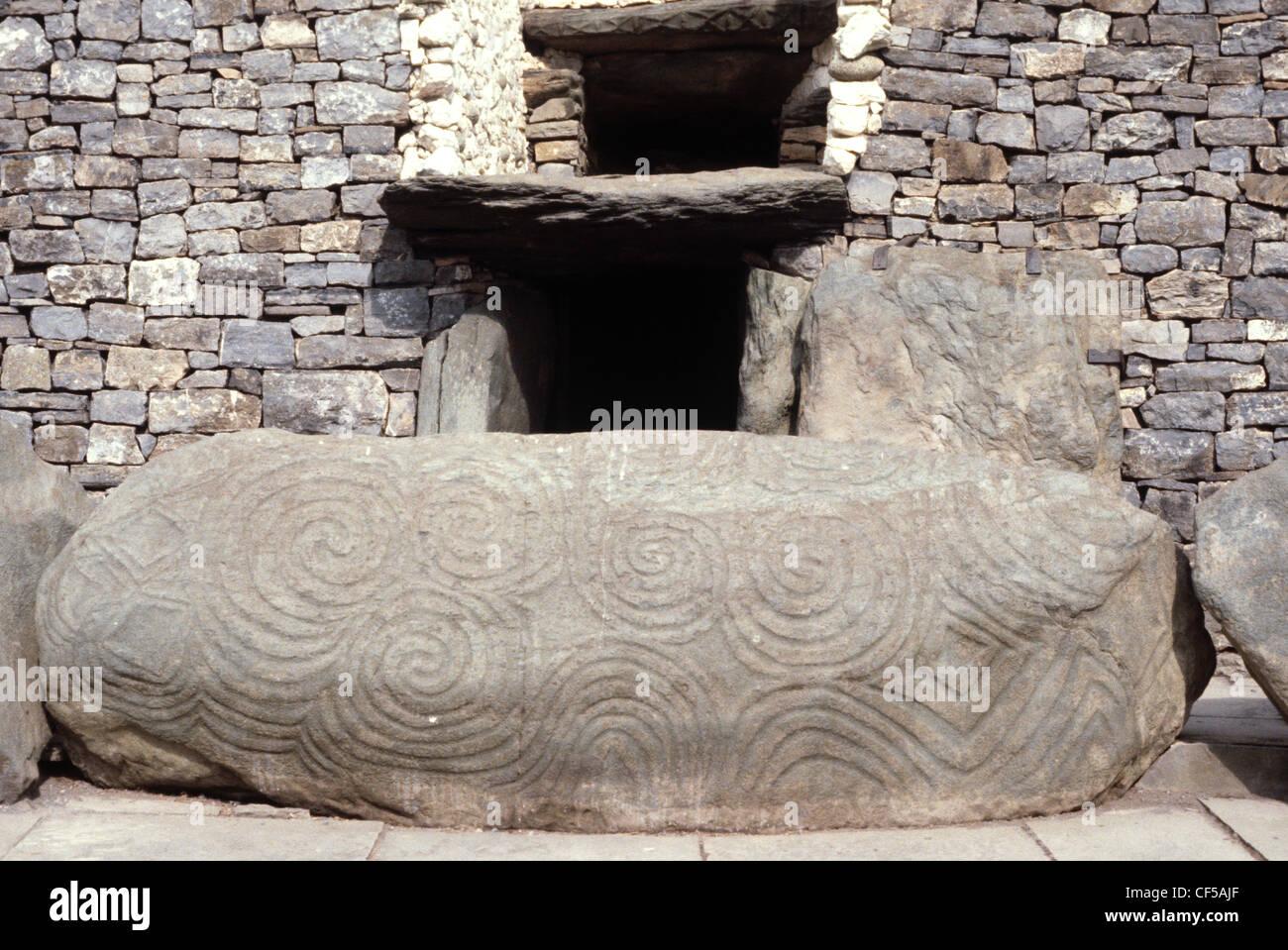 newgrange-passage-grave-entrance-CF5AJF.