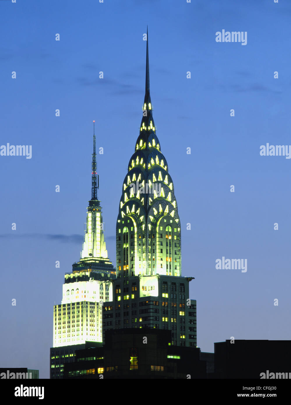 CHRYSLER AND EMPIRE STATE BUILDINGS AT NIGHT, NEW YORK, USA. Stock Foto