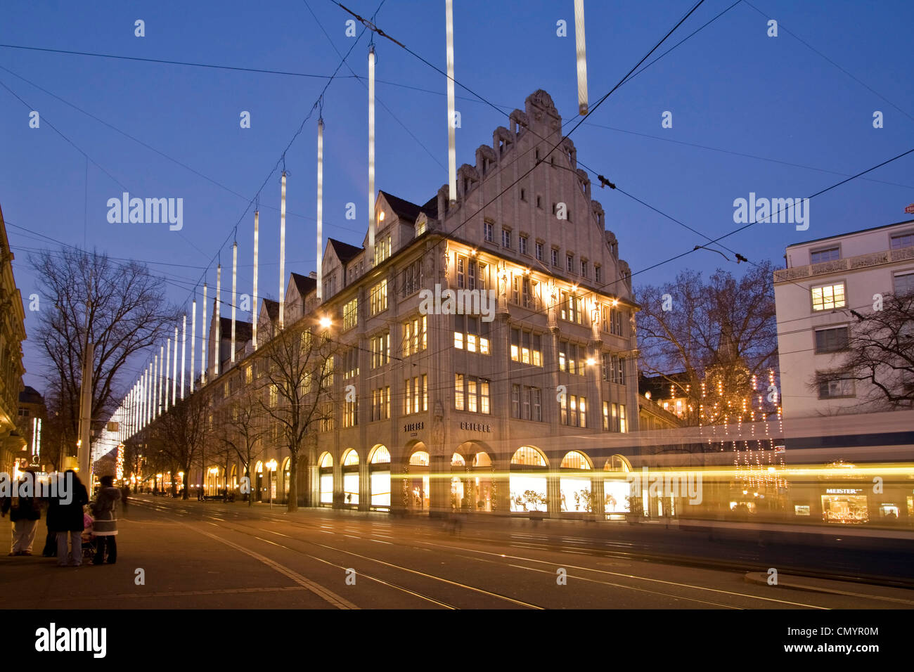 Bahnhofstrasse at  twilight with Chistmas illumination, tram Stock Foto