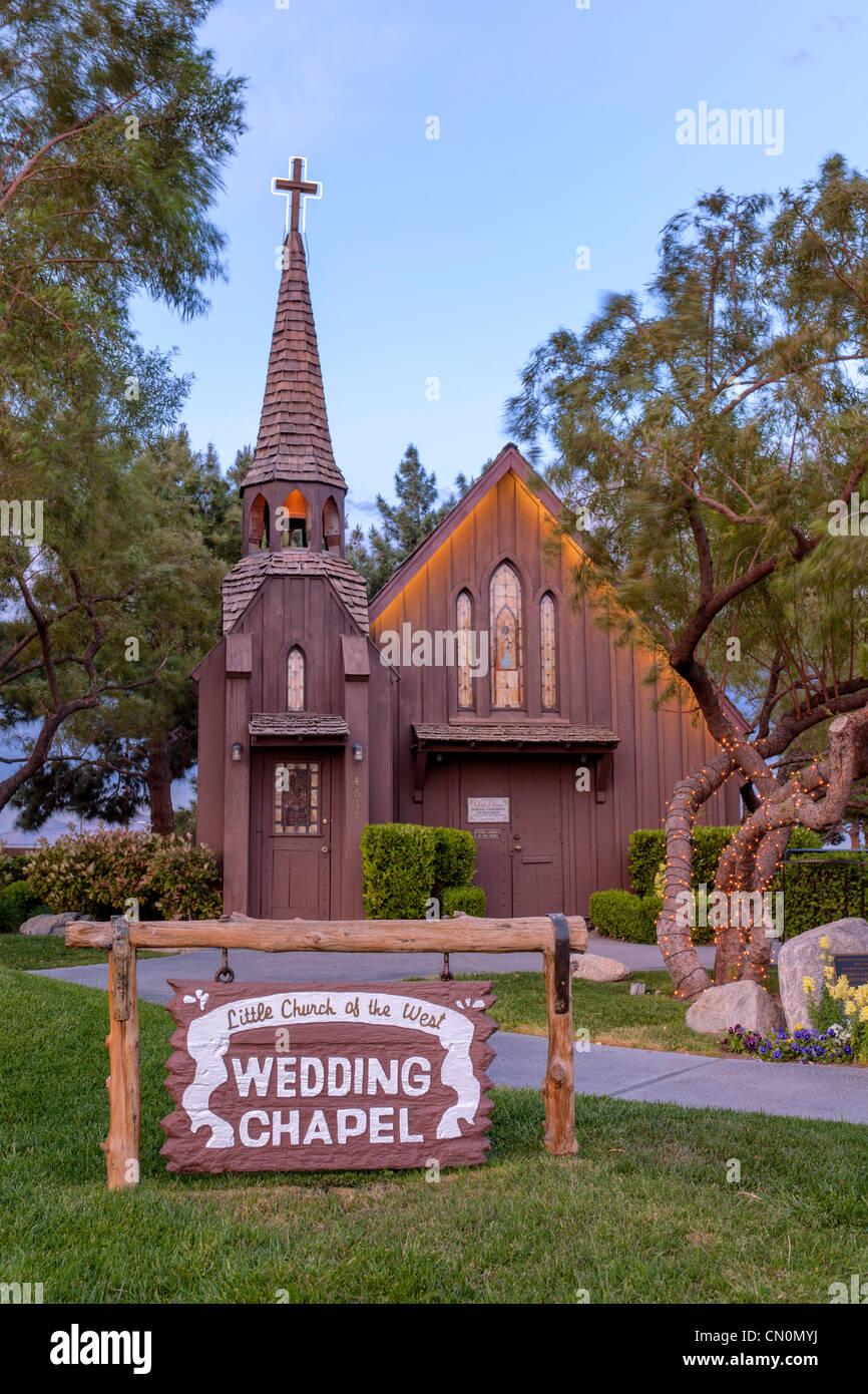 Little church of west wedding chapel las vegas paradise for Little las vegas