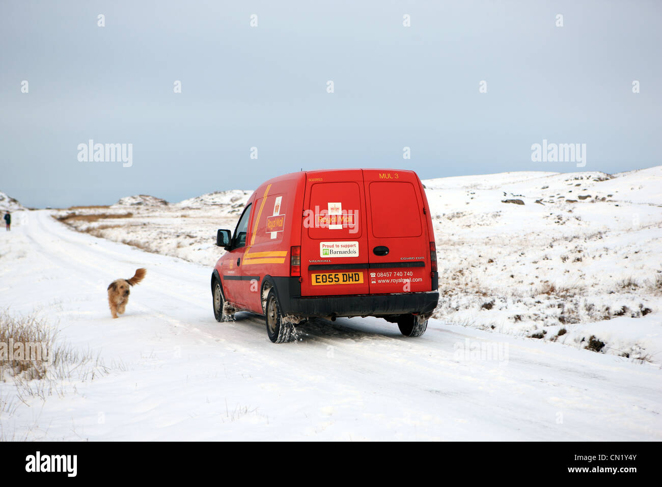 royal-mail-van-in-rural-countryside-in-w