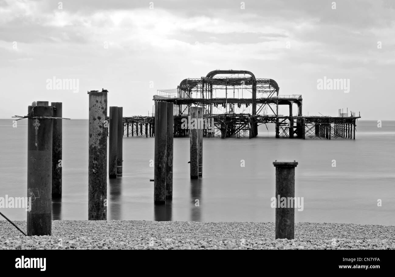 remains-of-the-old-west-pier-in-brighton-east-sussex-england-uk-CN7YFA.jpg