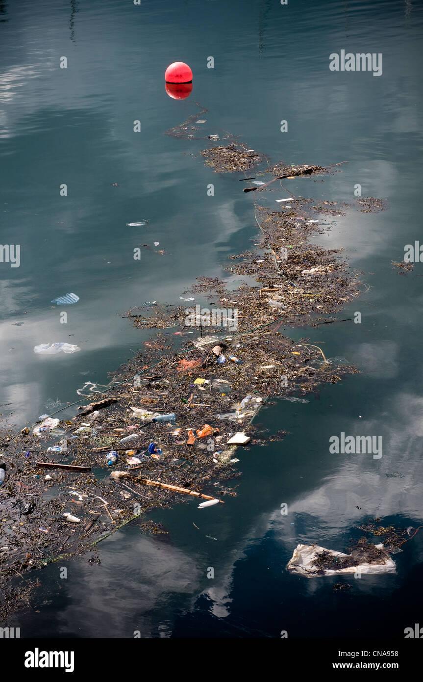 rubbish in the sea,rubbish and pollution on the sea ...