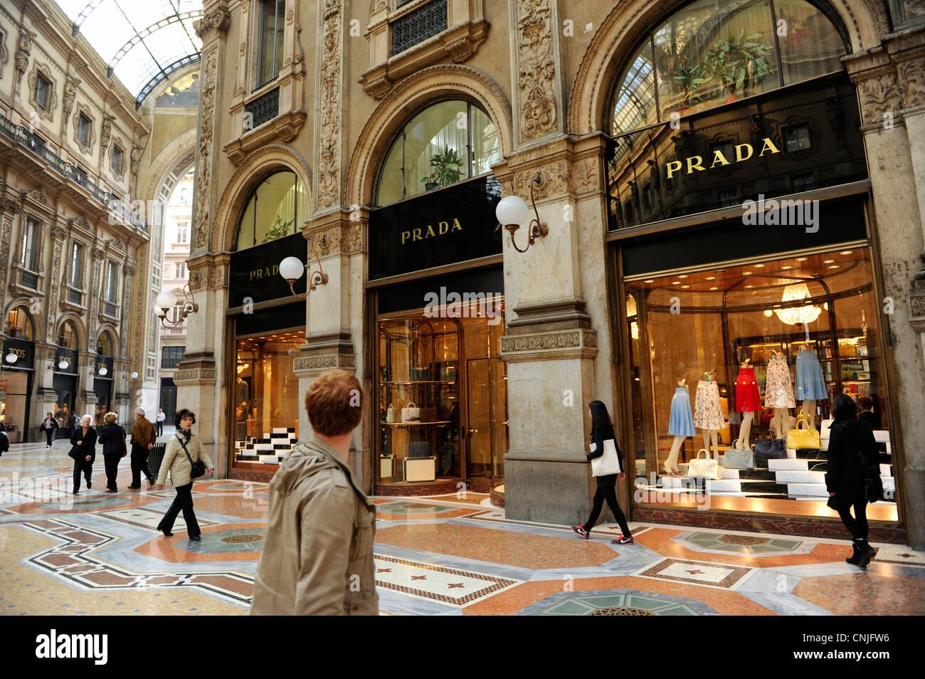 Prada shop galleria vittorio emanuele ii milan italy for Design city milano