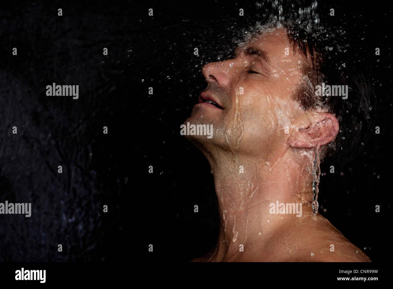 man-washing-his-hair-in-shower-CNR99W.jp