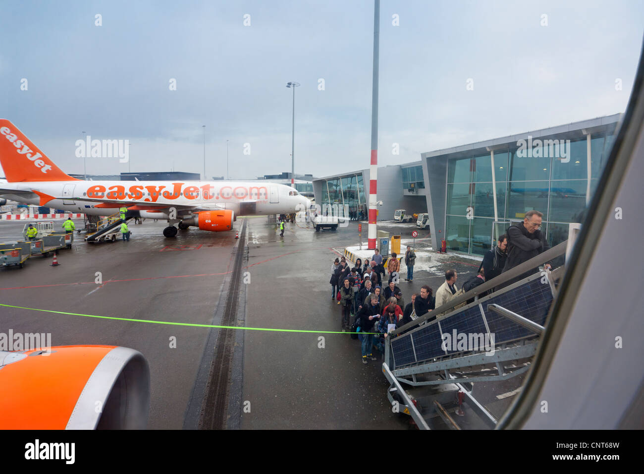 http://c7.alamy.com/comp/CNT68W/amsterdam-schiphol-airport-people-boarding-easyjet-plane-airplane-CNT68W.jpg
