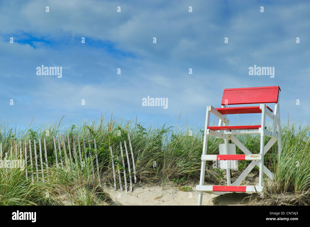 red-and-white-lifeguard-chair-at-misquam