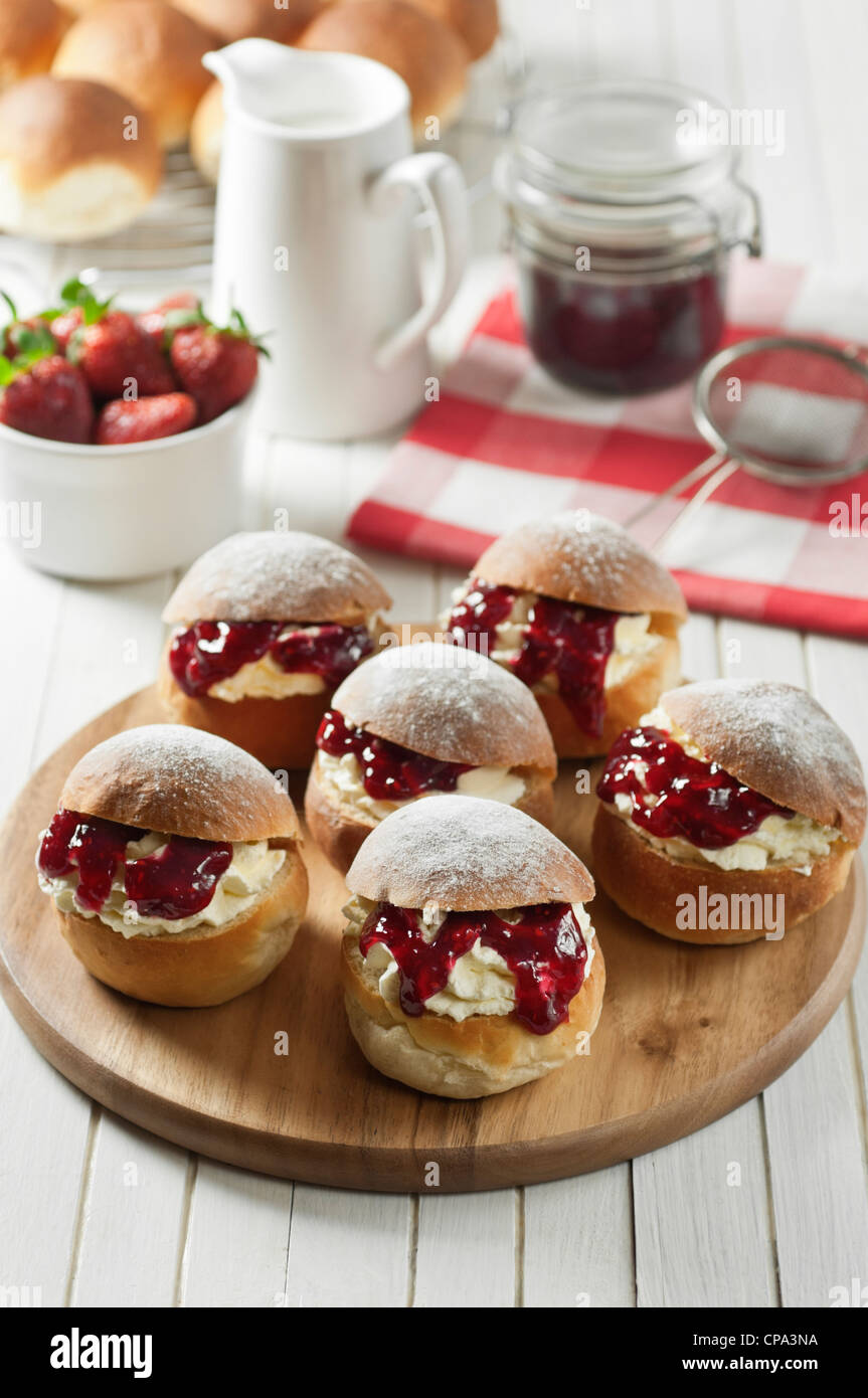 devonshire splits jam and cream buns from the west country uk food stockfoto lizenzfreies. Black Bedroom Furniture Sets. Home Design Ideas
