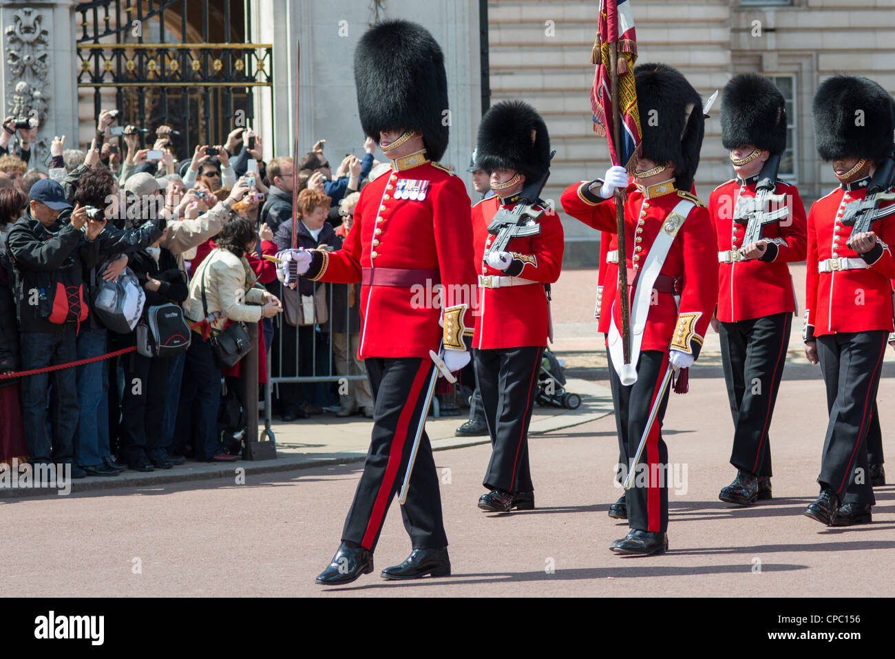 changing-of-the-guard-at-buckingham-pala