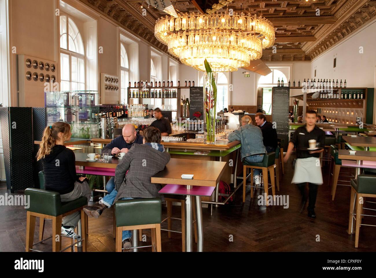 Austria vienna cafe restaurant sterreicher im mak for Austrian cuisine vienna