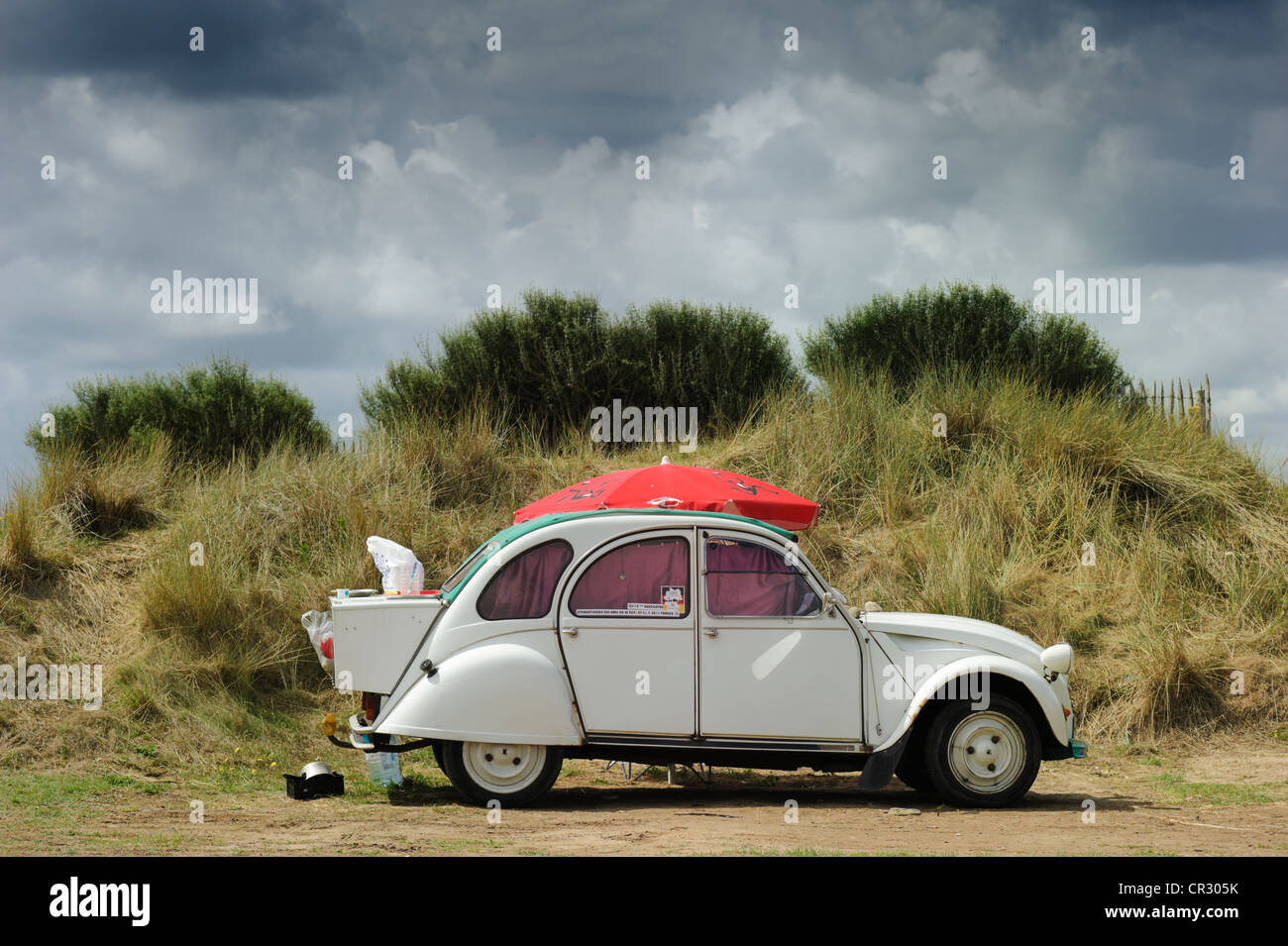 camping  u0026quot duck u0026quot   citro u00ebn 2cv  deux chevaux  used as a