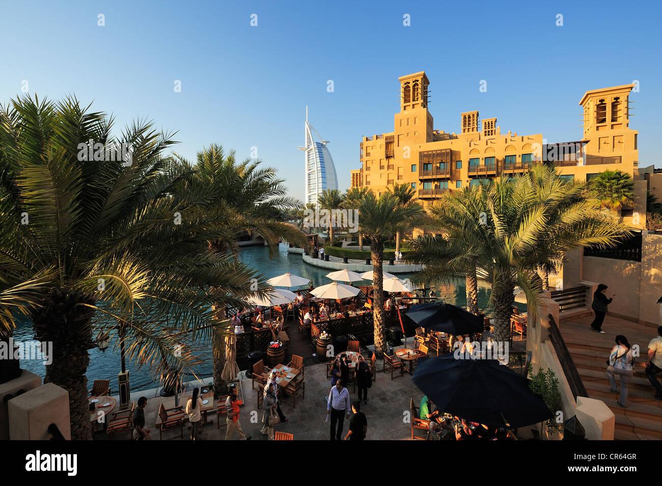 Burj al arab 7 star hotel seen from the souk madinat for Burj al arab 7 star