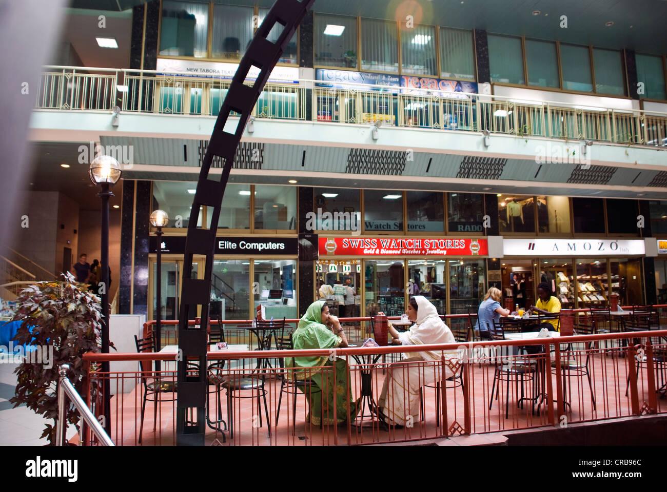 scene shopping mall essay