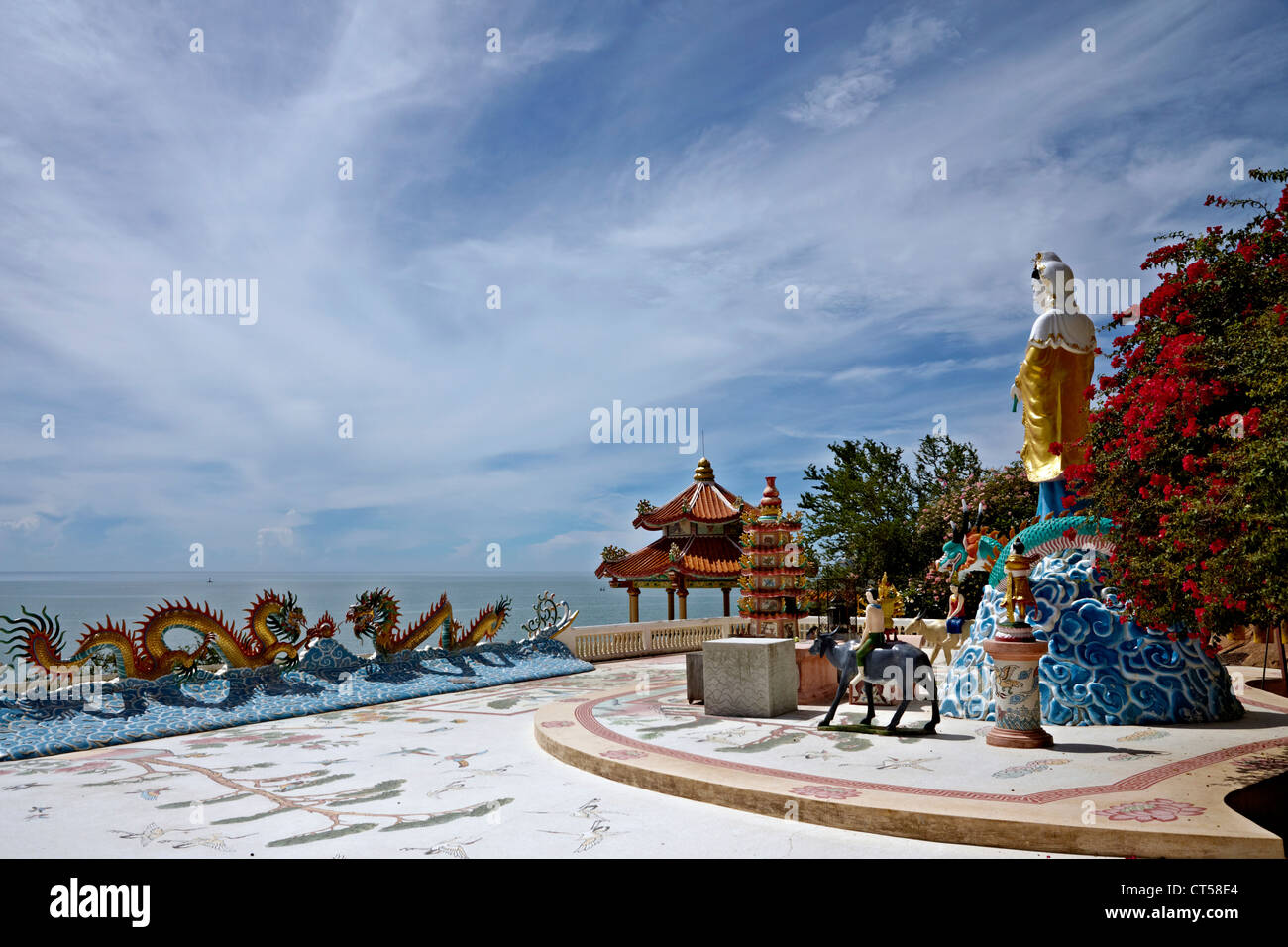 khao-takiab-buddhist-chinese-temple-over