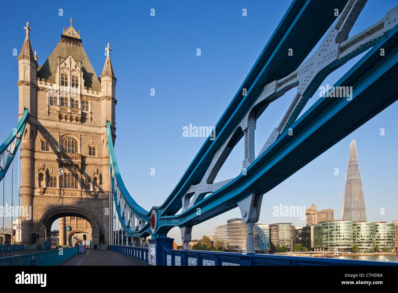 England, London, Southwark, Tower Bridge and The Shard Stock Foto
