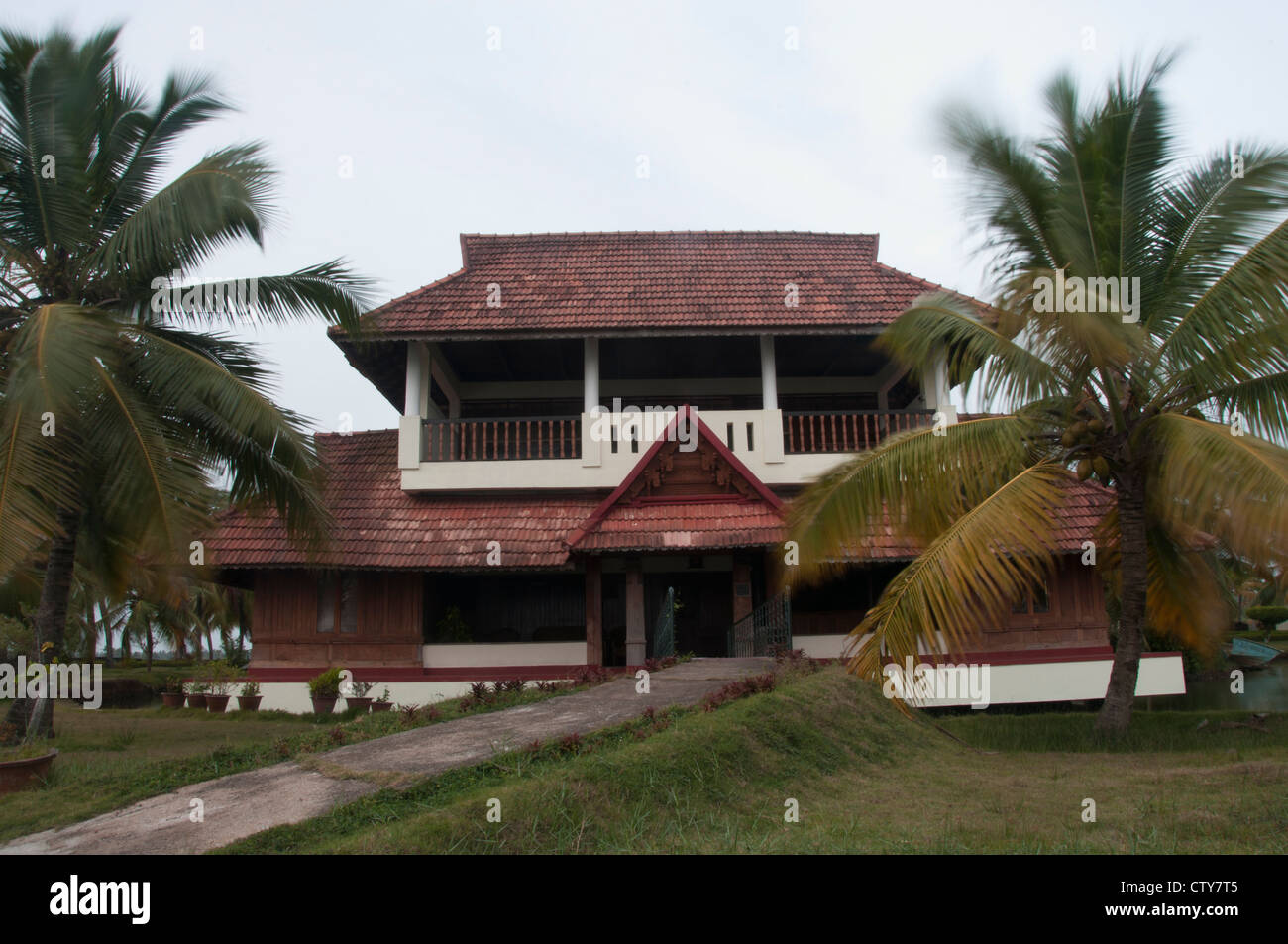Tharavadu the traditional wooden cottages of kerala for Old model house plans kerala
