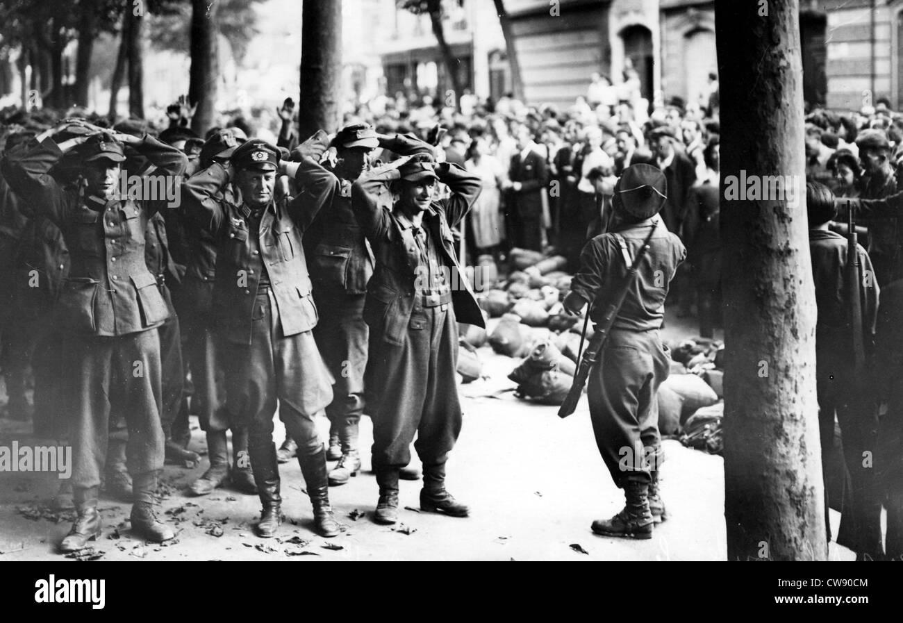 Surrender german unit at liberation paris near jardin du - Front de liberation des nains de jardins ...