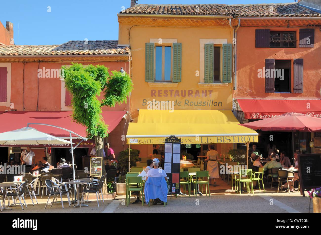 Colourful restaurants in the main village square for Chaux enduit exterieur