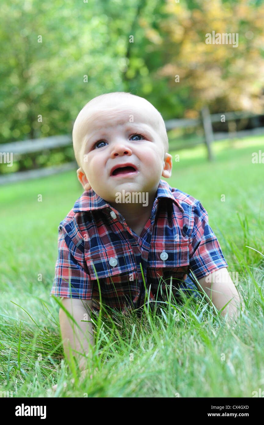 white-caucasian-baby-crawling-in-grass-i