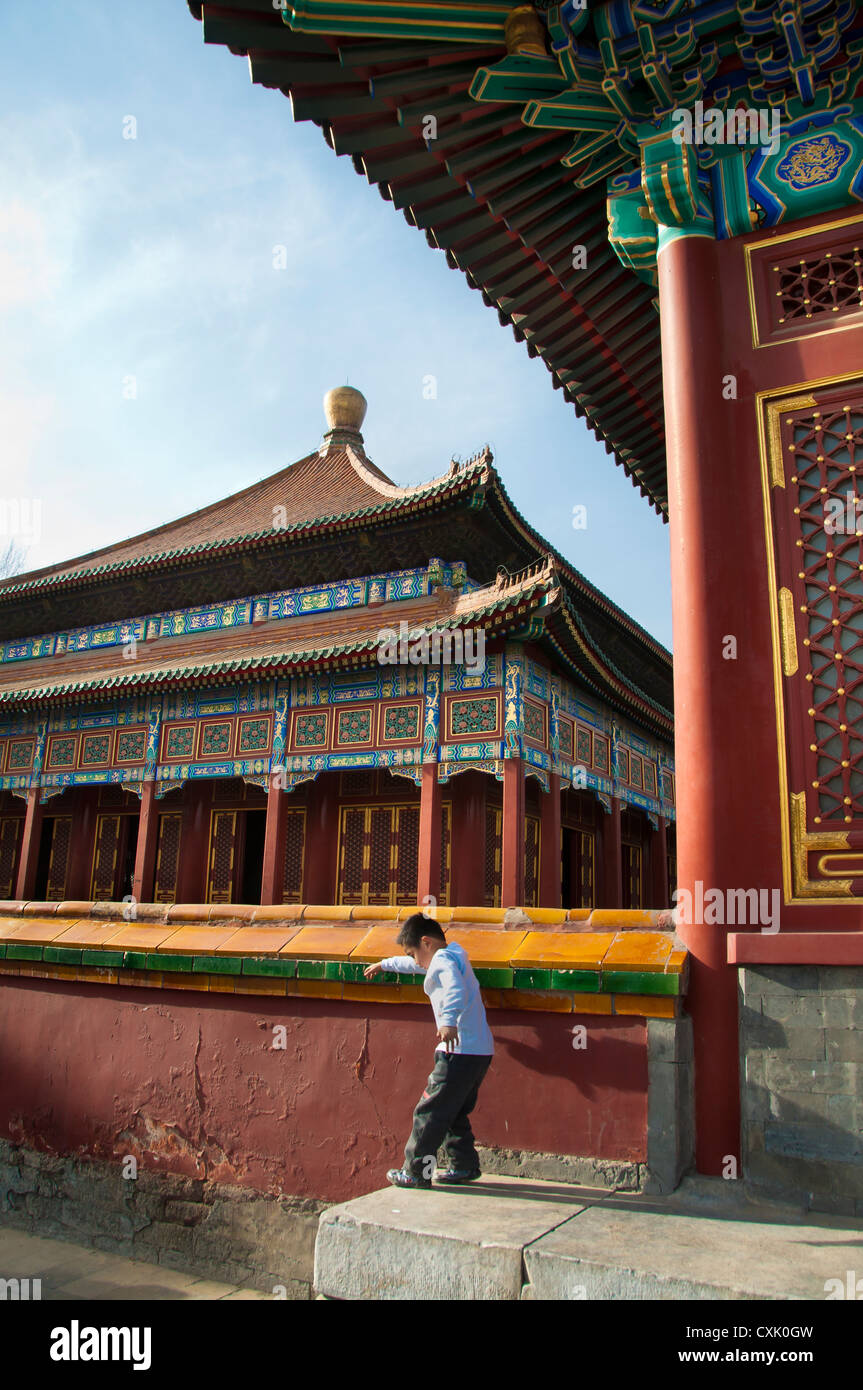Young boy playing outside the Temple of Supreme Happiness in Beihai Park, Beijing Stock Photo