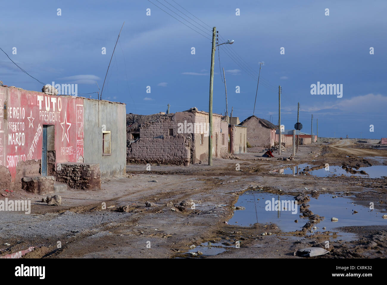 Bad roads and simple houses of the poor uyuni altiplano for Minimalist house in usa