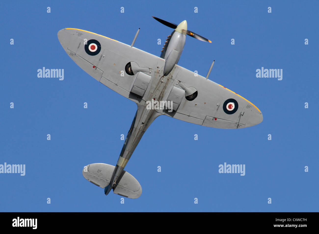 supermarine-spitfire-ix-wartime-fighter-