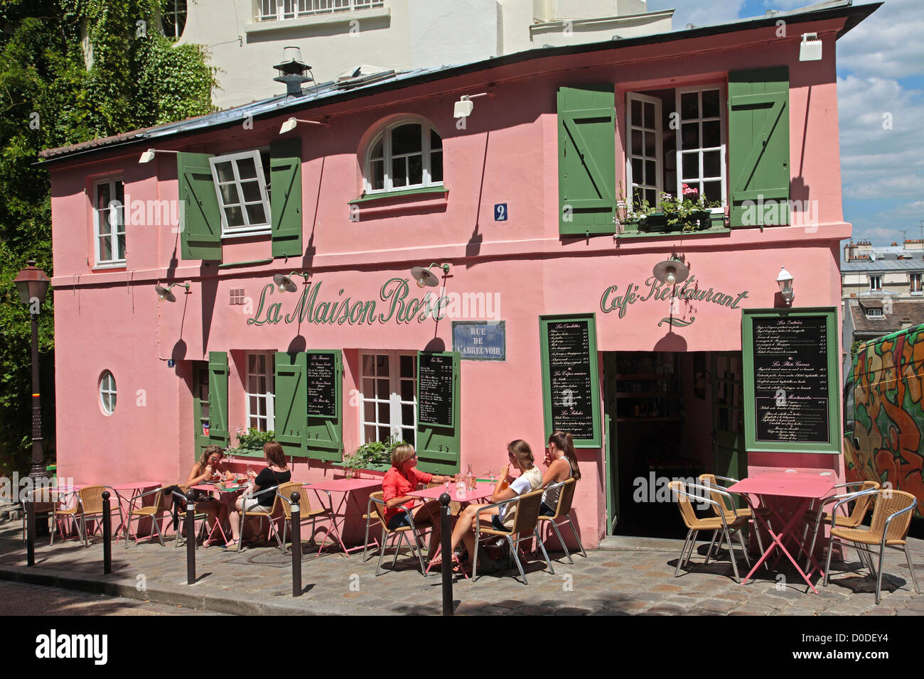 The terrace of the maison rose cafe restaurant on the for Restaurant miroir montmartre