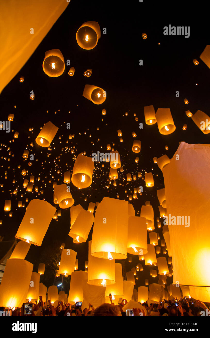 Chiang Mai, Thailand - Sky lanterns at Yi Peng Festival Stock Foto