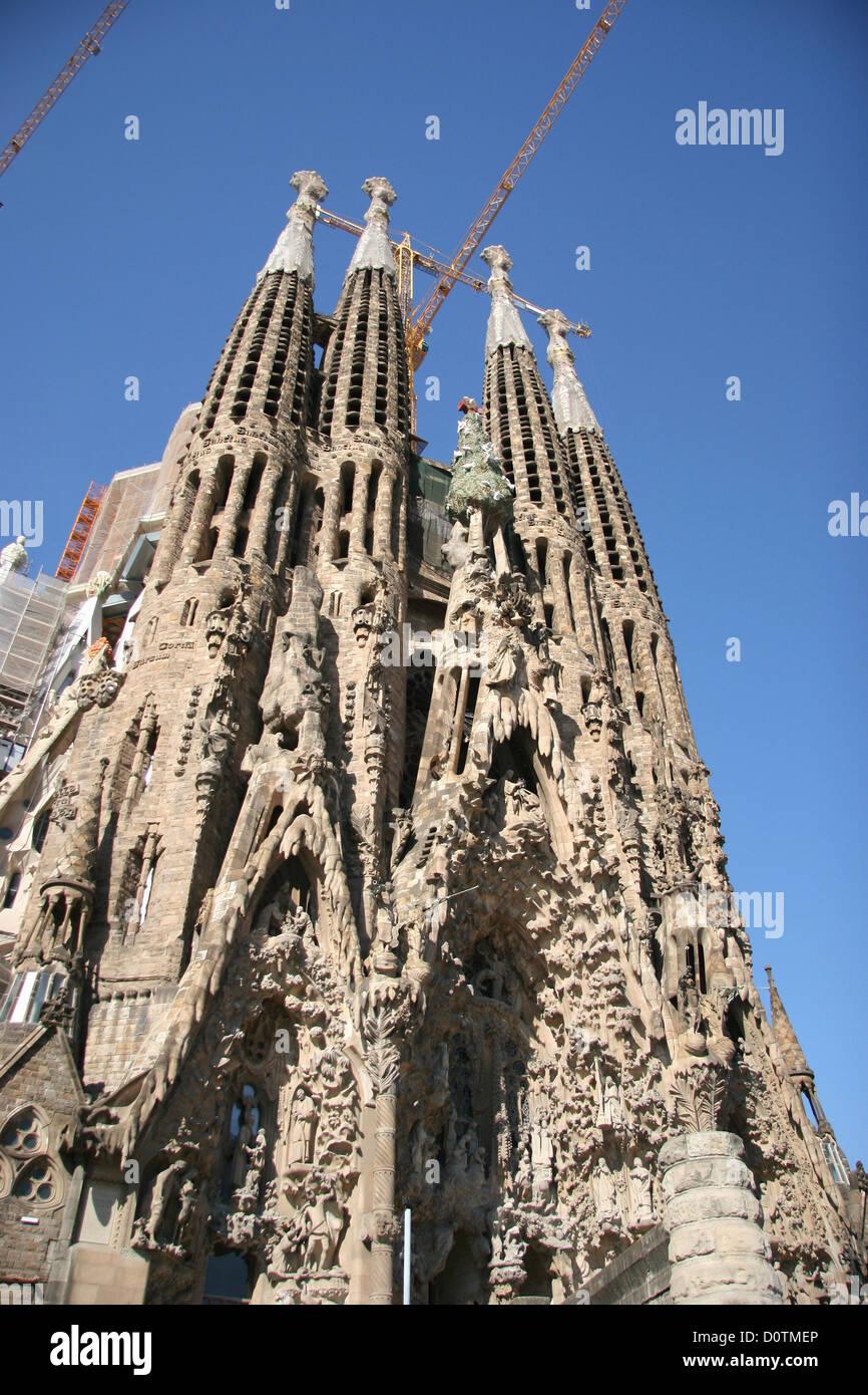Spain barcelona architecture sagrada familia basilica for Antoni gaudi sagrada familia architecture