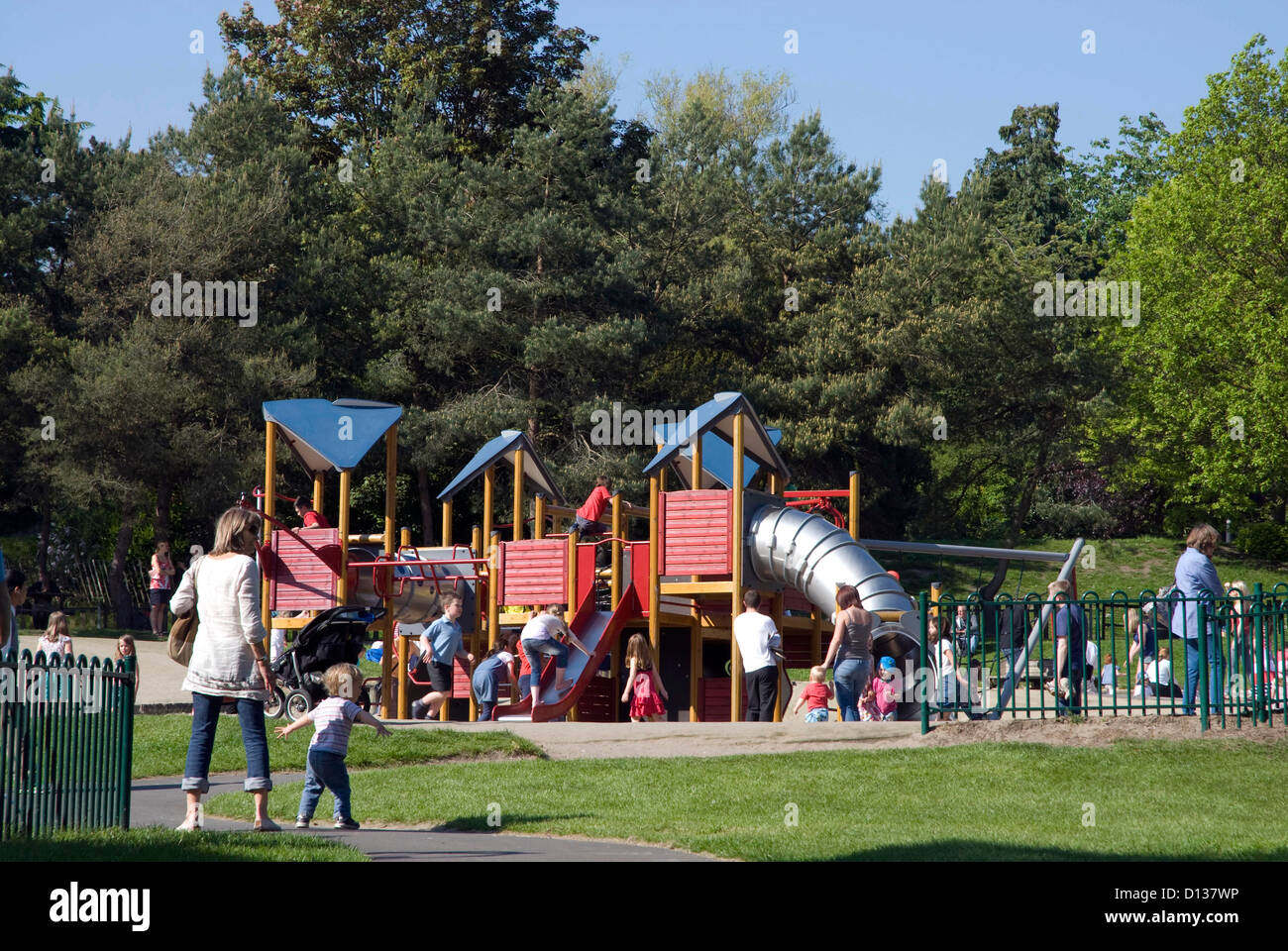 park on a summers day A descriptive piece about a day in the parkthis is an old short story i wrote about 4 years ago read the short story free on booksie.