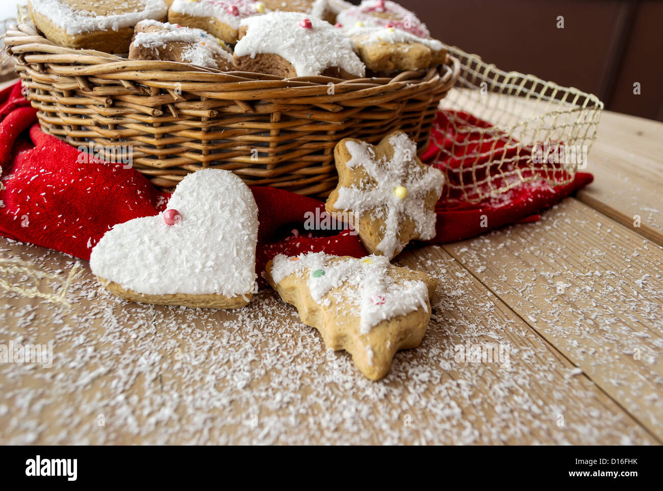 #B9121D Homemade Christmas Cookies With Decoration On Wooden Table  6431 décoration noel home made 1300x962 px @ aertt.com