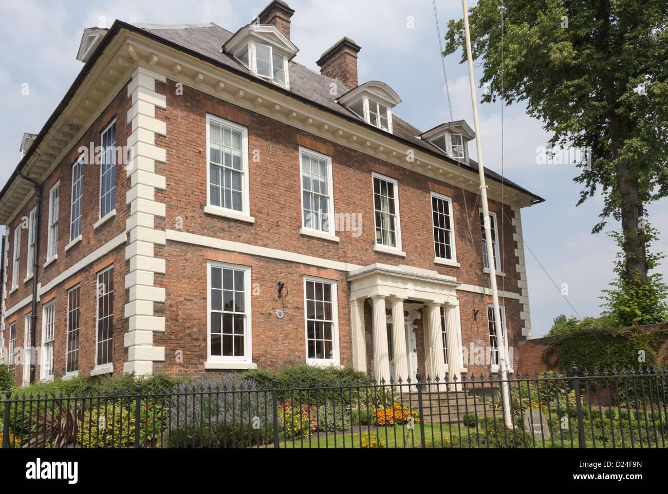 17th Century Grade Ii Listed Newport House Dogpole