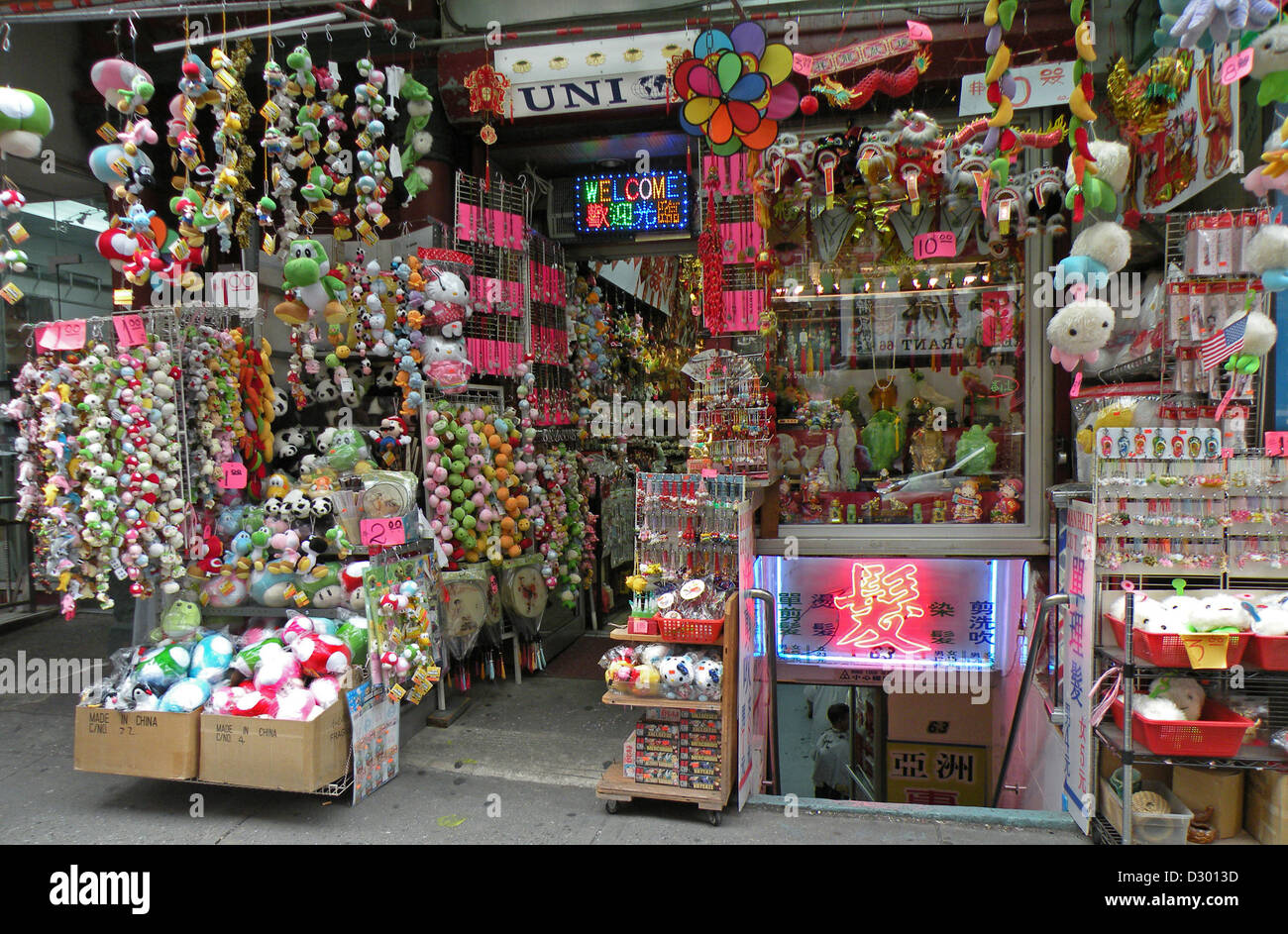 A tourist gift shop chinatown new york city with many for Gifts for new yorkers