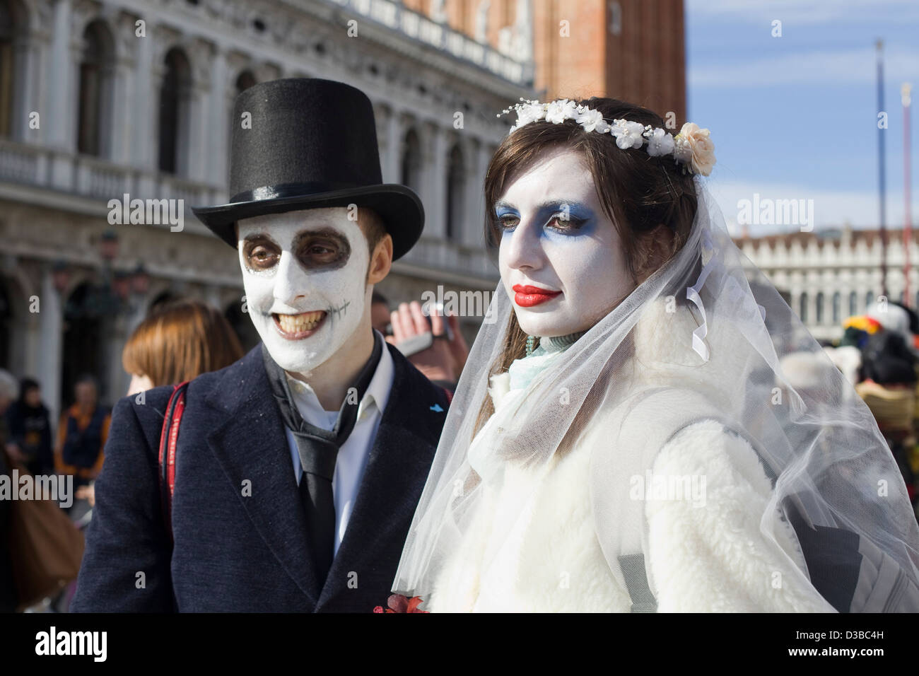 Bride and Groom in fancy dress for the Venice Carnival Venice Italy Stock Foto