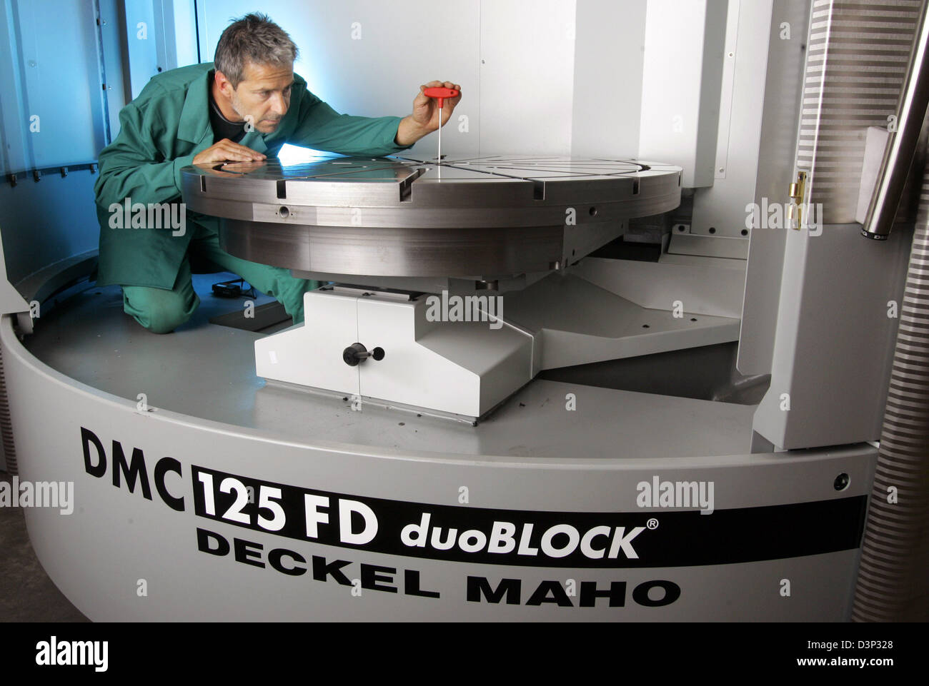 Ulrich gunkel employee of 39 deckel maho 39 part of the for Pfronten deckel maho