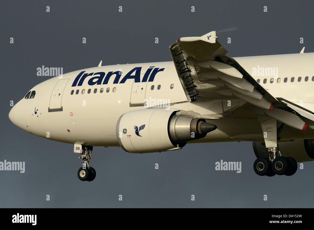 iran-air-airbus-a300-b4-605r-ep-ibb-coming-in-to-land-at-london-heathrow-D4152W.jpg
